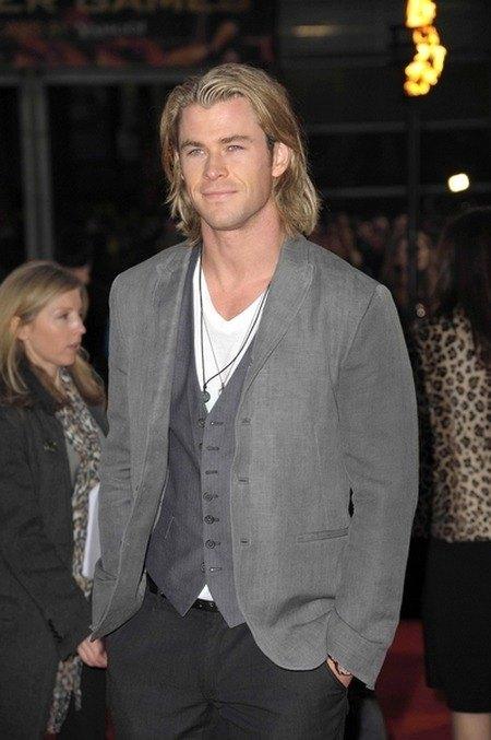 Jakiego Chrisa Hemswortha wolicie - na luzie czy stylowego?