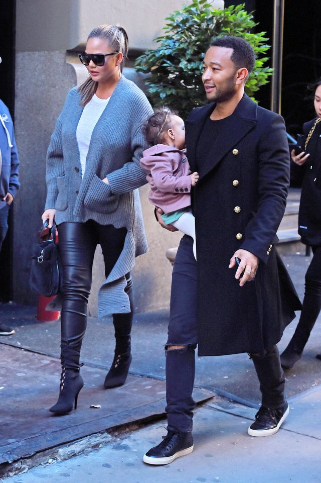 Chrissy Teigen w ciąży wygląda pięknie, a jej córeczka... (ZDJĘCIA)