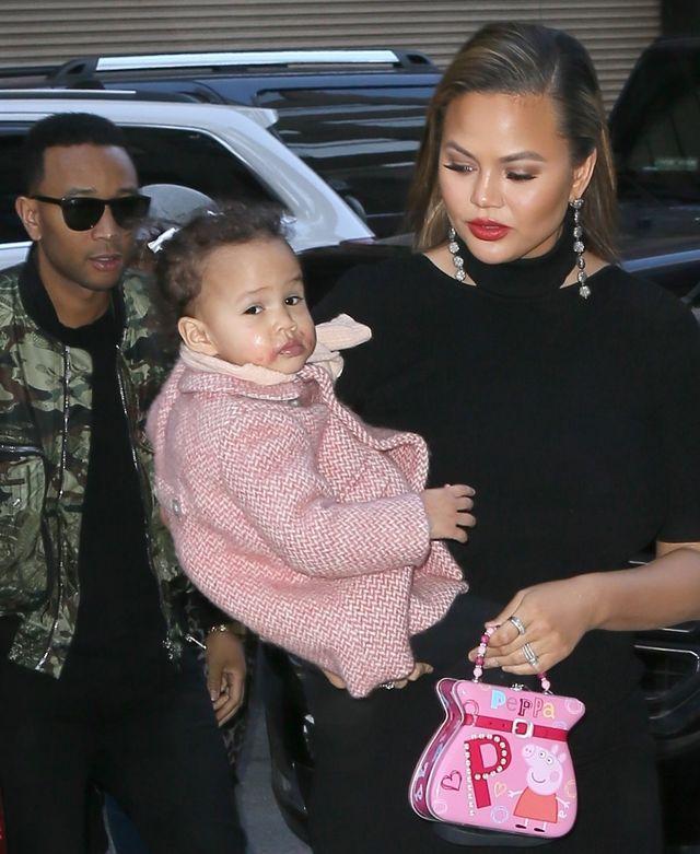 Chrissy pokazała NOWE zdjęcie syna Milesa razem z córką Luną (Instagram)