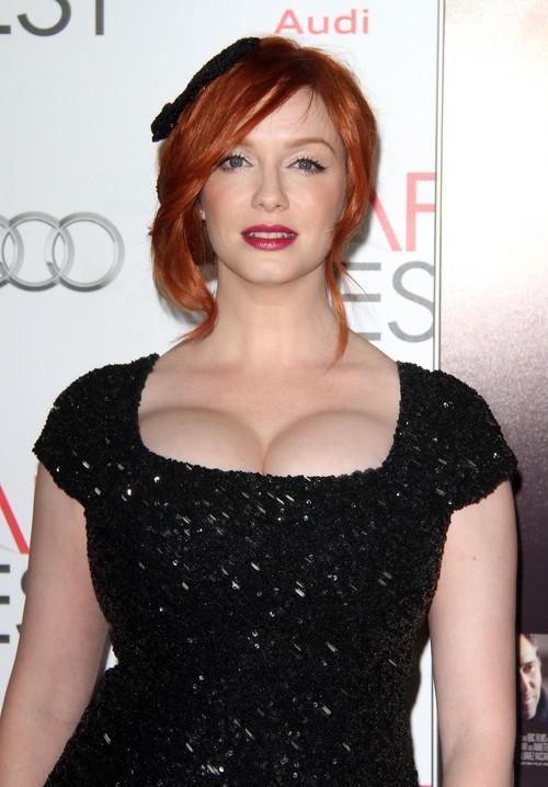 Jej biust wygląda jakby zaraz miał eksplodować (FOTO)