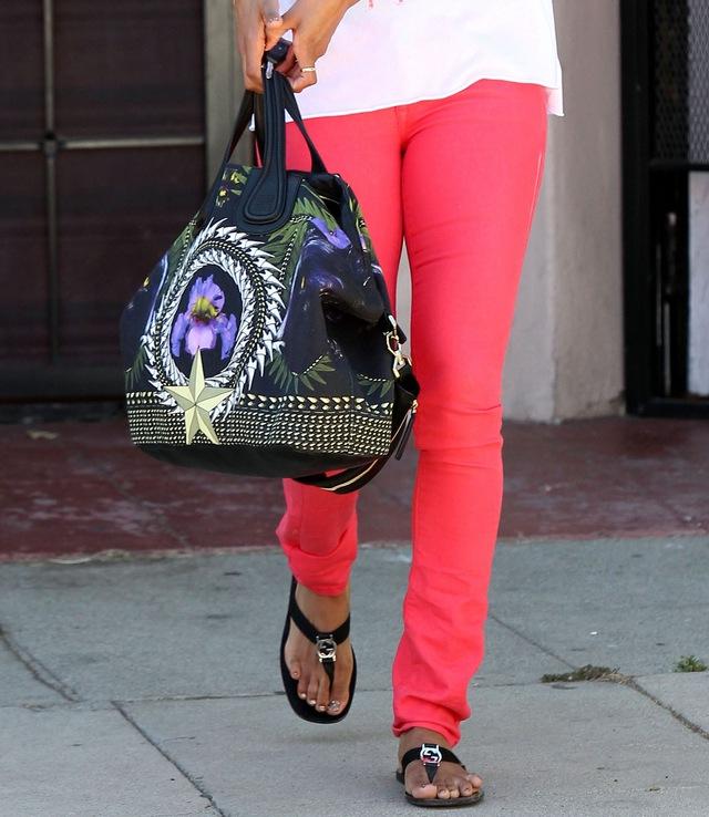 Ciara nie jest gorsza od Kim Kardashian (FOTO)