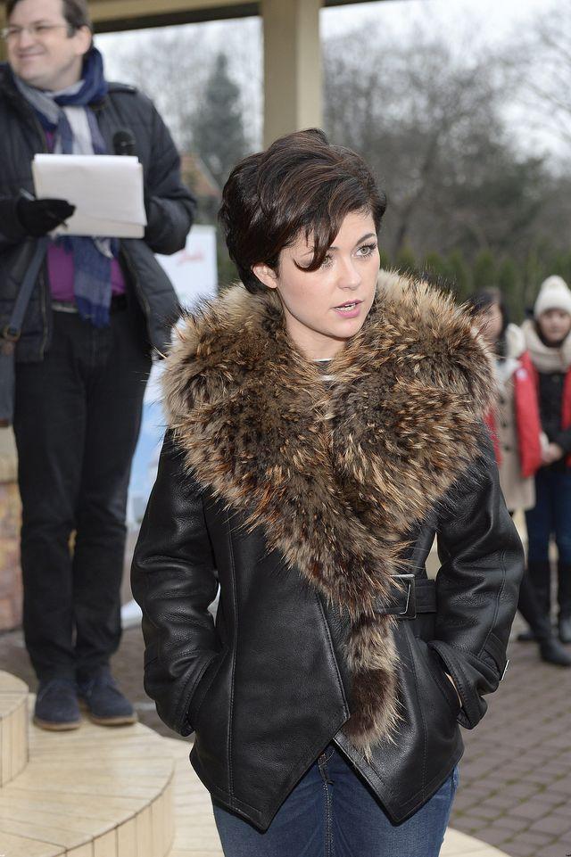 Nowa fryzura wysmukliła twarz Kasi Cichopek (FOTO)