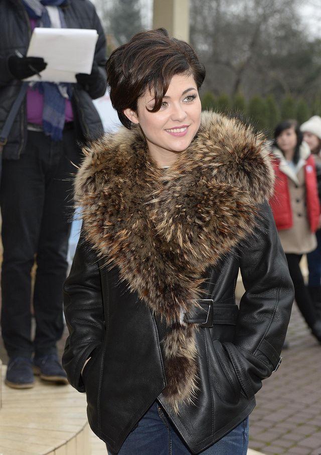 Nowa fryzura wysmukli�a twarz Kasi Cichopek (FOTO)
