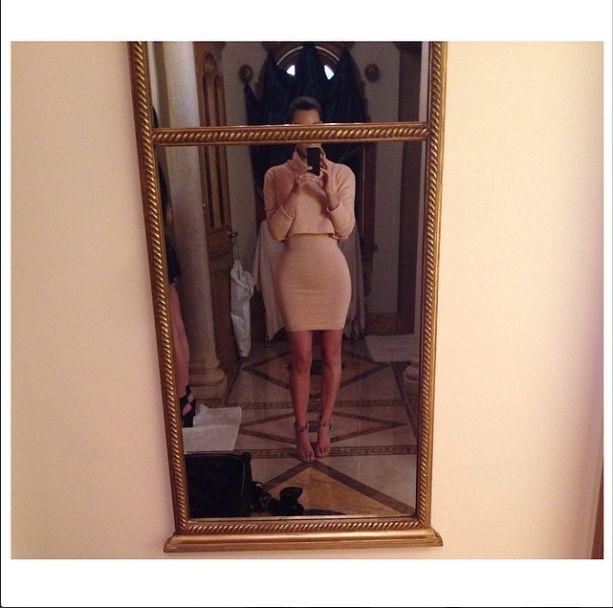 Kim Kardashian ma magiczne lustra? (FOTO)