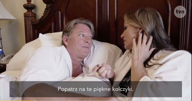 Jedna z �on Hollywood pokaza�a nag� pup� (VIDEO)