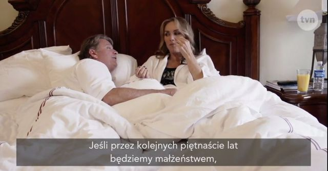 Jedna z Żon Hollywood pokazała nagą pupę (VIDEO)