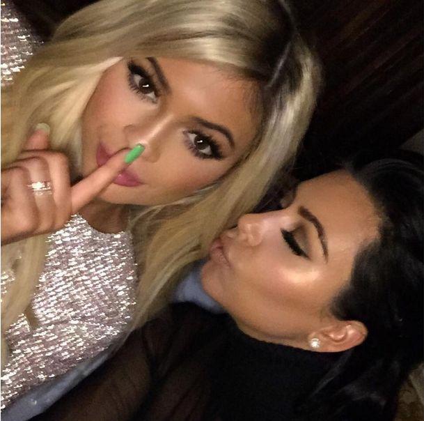 Nie uwierzycie, jak Kim Kardashian kładzie się do łóżka Ins