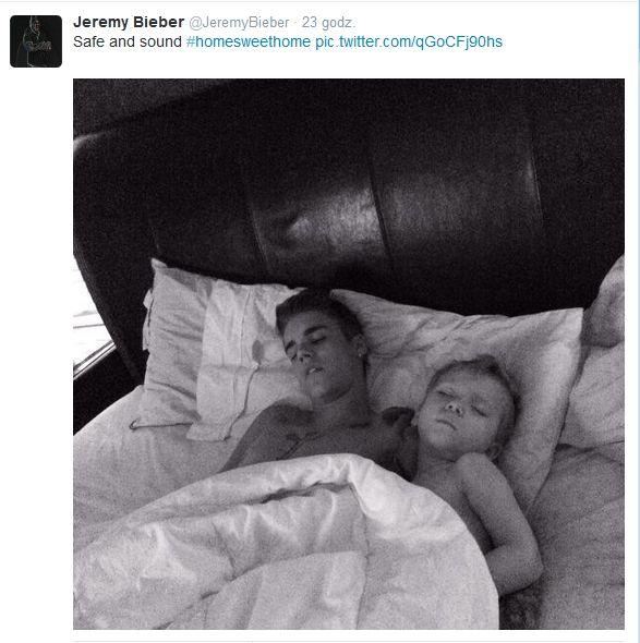 Justin Bieber w jednym łóżku z czterolatkiem (FOTO)