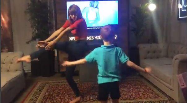Słodko! Taylor Swift tańczy z 7-letnim fanem (Instagram)