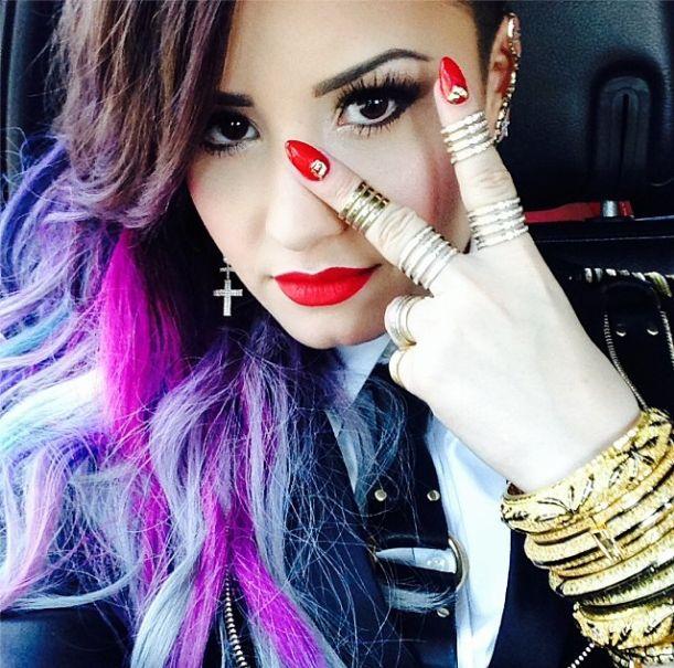 Na g�owie Demi Lovato jest ju� coraz mniej w�os�w (FOTO)