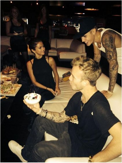 Justina i Selen� Gomez ponios�o na imprezie (FOTO)