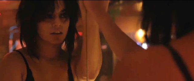 Niegrzeczna Vanessa Hudgens robi striptiz (VIDEO)