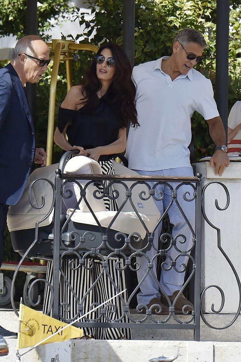 Amal Clooney znów jest w BLIŹNIACZEJ ciąży?