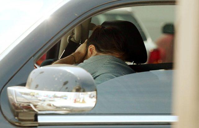 Colin Farrell całuje się w samochodzie z dziewczyną