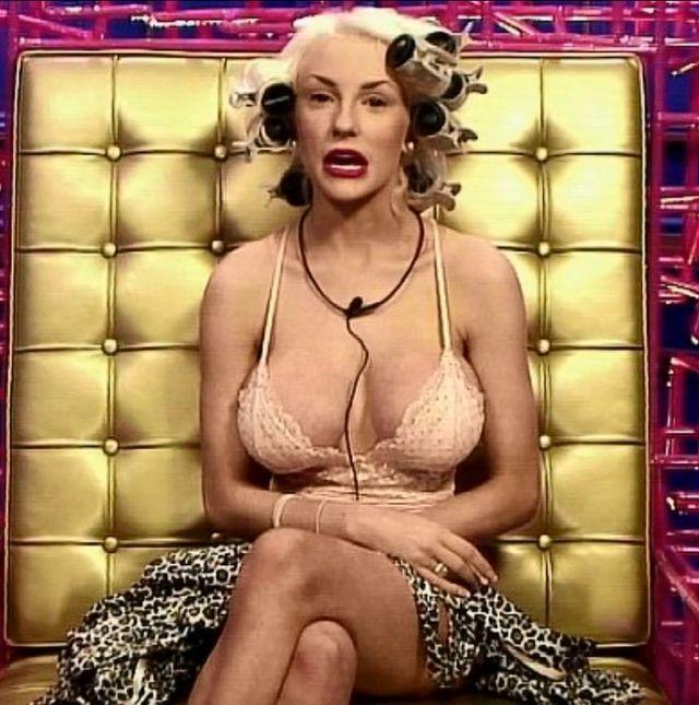 Wiadomo, dlaczego piersi Courtney Stodden są purpurowe