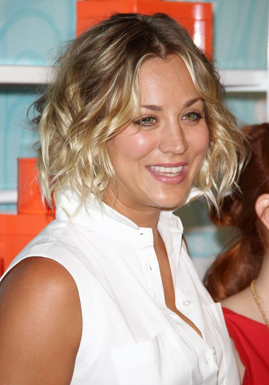 Pokazała się w nowej fryzurze i za wąskich butach (FOTO)