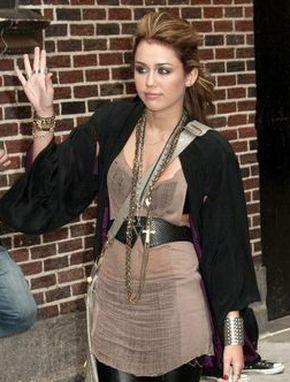 Miley Cyrus w drodze do Davida Lettermana (FOTO)