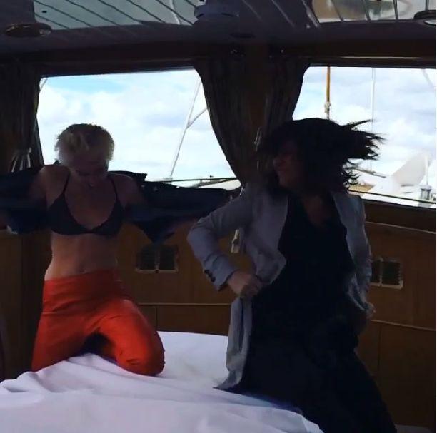 Miley Cyrus świeci nagim biustem na Instagramie (FOTO+VIDEO)