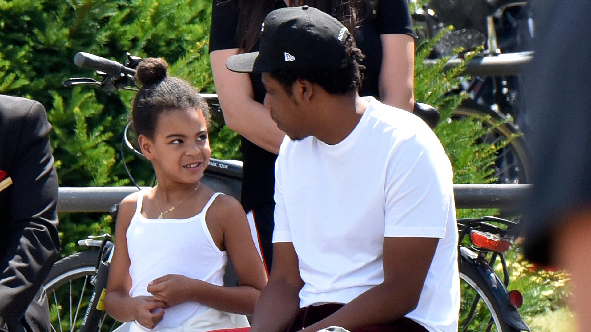 Blue Ivy na spacerze z Jay-Z! Ale córka nim RZĄDZI!