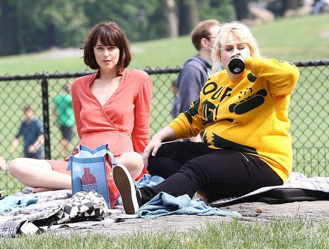 Dakota Johnson pije z gwinta (FOTO)