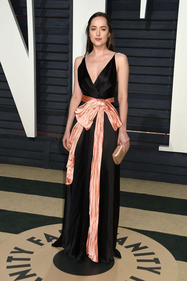 Dakota Johnson pokazuje pośladki na okładce Vogue'a