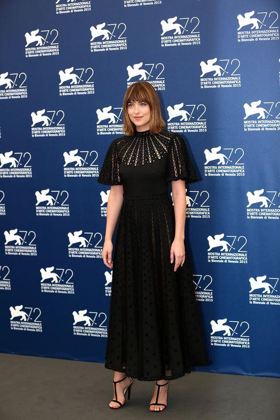 Dakota Johnson dała ciała na festiwalu w Wenecji? (FOTO)