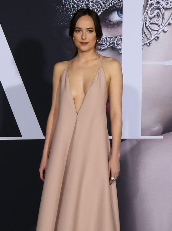 Dakota Johnson ZABIJA nowym wyznaiem o seksie z Jamie Dornanem