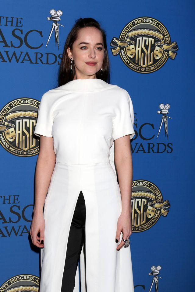 Dakota Johnson założyła tę stylizację i dzisiaj wszyscy mówią o jej stroju