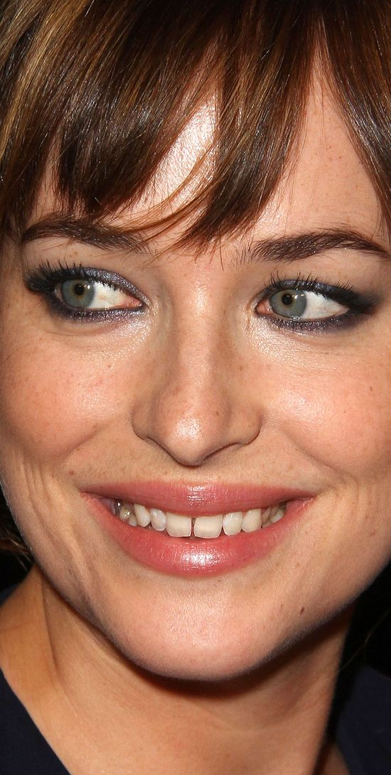 Tak wygląda twarz Dakoty Johnson z bliska (FOTO)