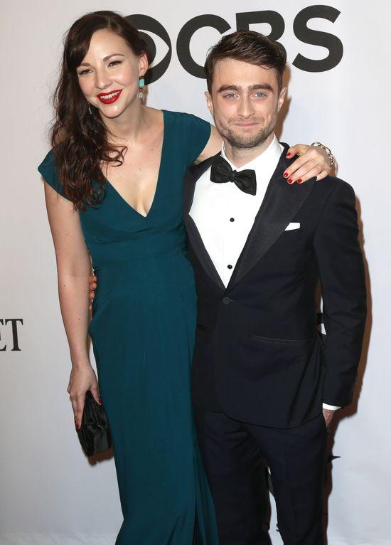 Daniel Radcliffe zabra� dziewczyn� na salony (FOTO)