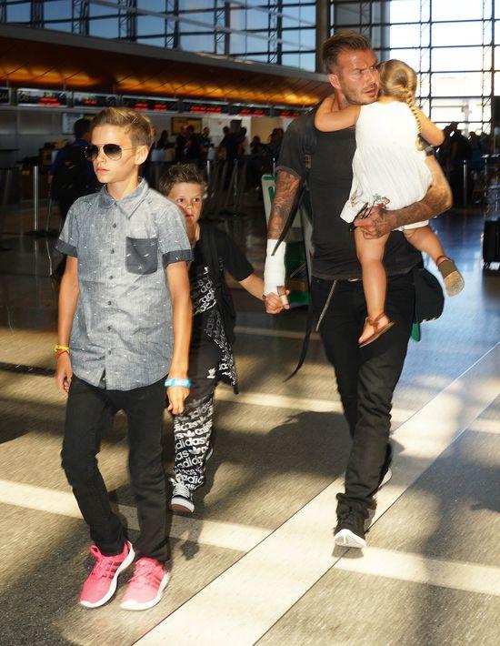 David Beckham sam radzi sobie z gromadką dzieci (FOTO)