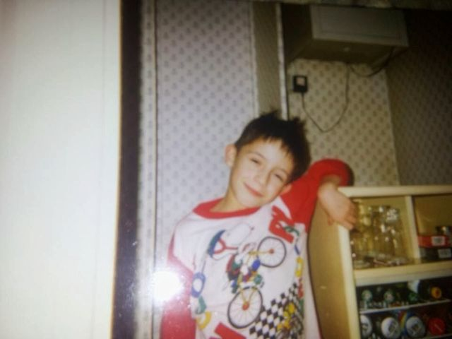 Kto pokazał niegrzeczne zdjęcia z dzieciństwa? (FOTO)