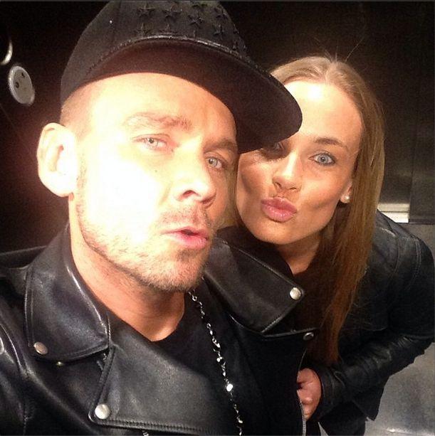 Dawid Woliński pozuje z siostrą w windzie (FOTO)