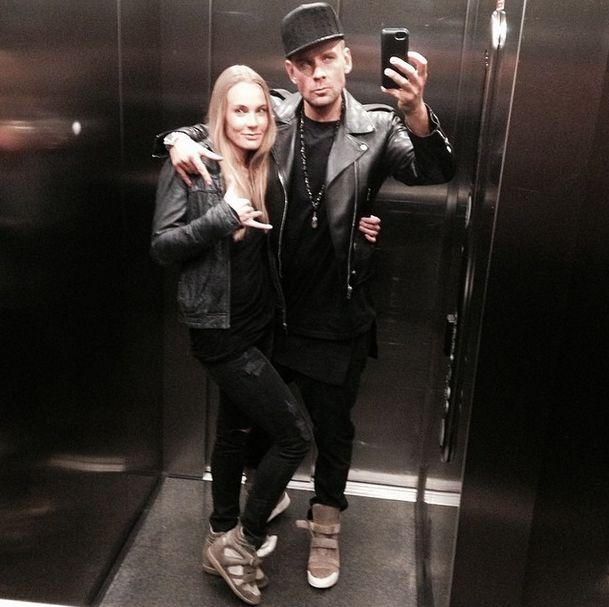 Dawid Woli�ski pozuje z siostr� w windzie (FOTO)