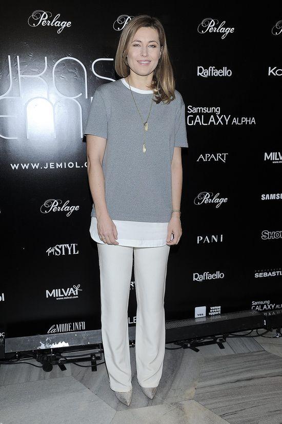 Beada Sadowska w szarej bluzce na pokazie Łukasza Jemioła