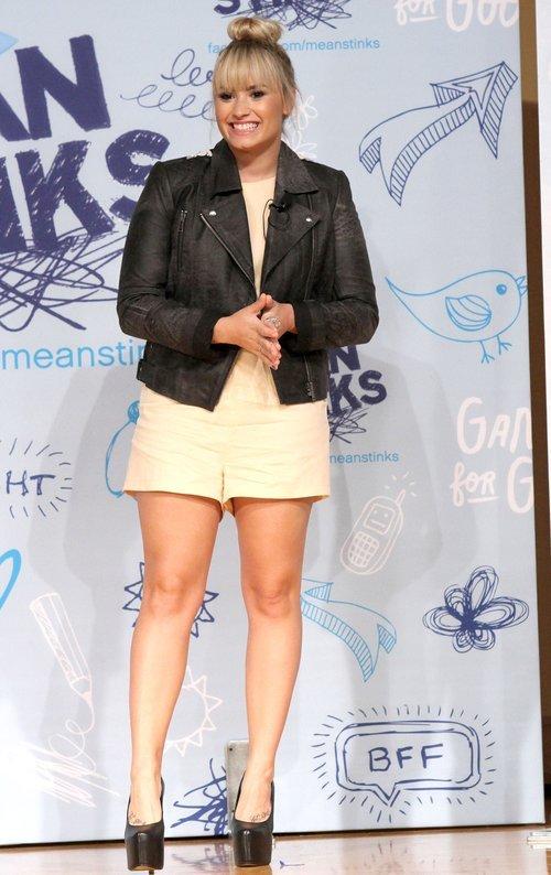 Demi Lovato: Z nikim si� nie spotykam