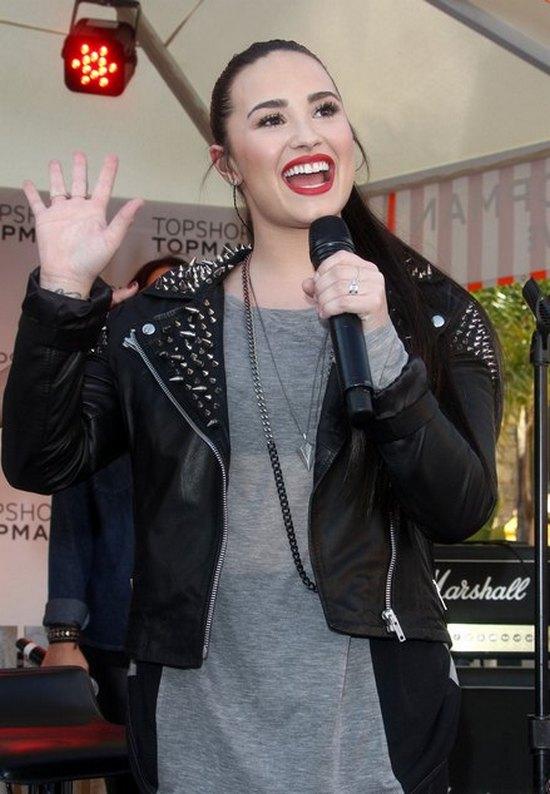 Demi Lovato dowiedziała się, że ma siostrę!