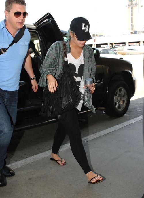Demi Lovato w baseball�wce i kraciastej koszuli (FOTO)