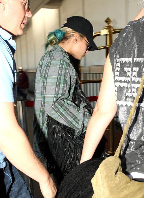 Demi Lovato w baseballówce i kraciastej koszuli (FOTO)
