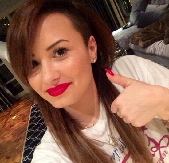 Demi Lovato bez makijażu i w nowym kolorze na włosach