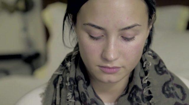 Demi Lovato NAGA, BEZ MAKIJAŻU w sesji dla Vanity Fair VIDEO