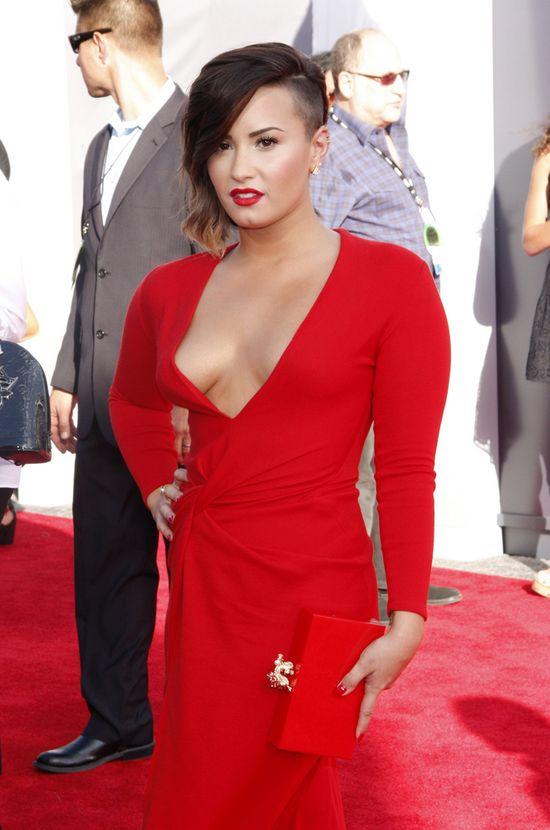 Damy w czerwieni: Rita Ora kontra Demi Lovato (FOTO)