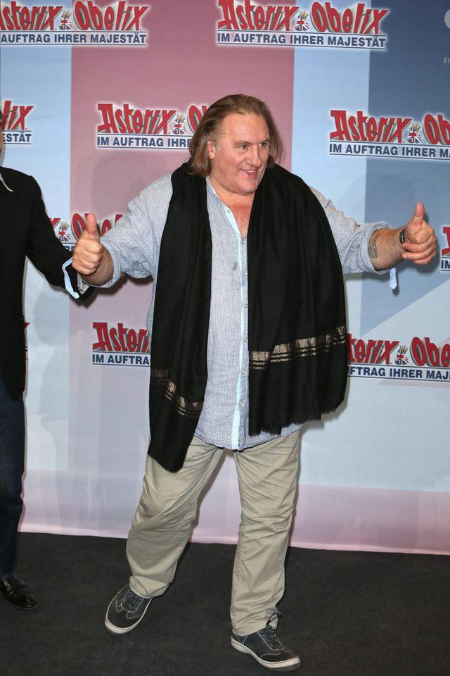 Pijany Depardieu b�a�ni si� przed publiczno�ci� [VIDEO]