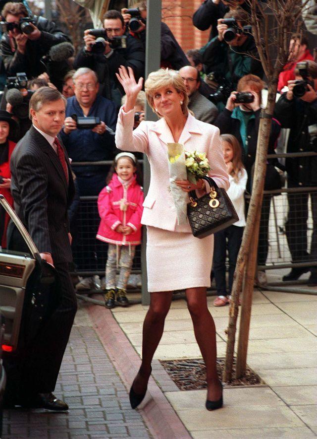 Pierścionek zaręczynowy księżnej Kate budził OGROMNE kontrowersje