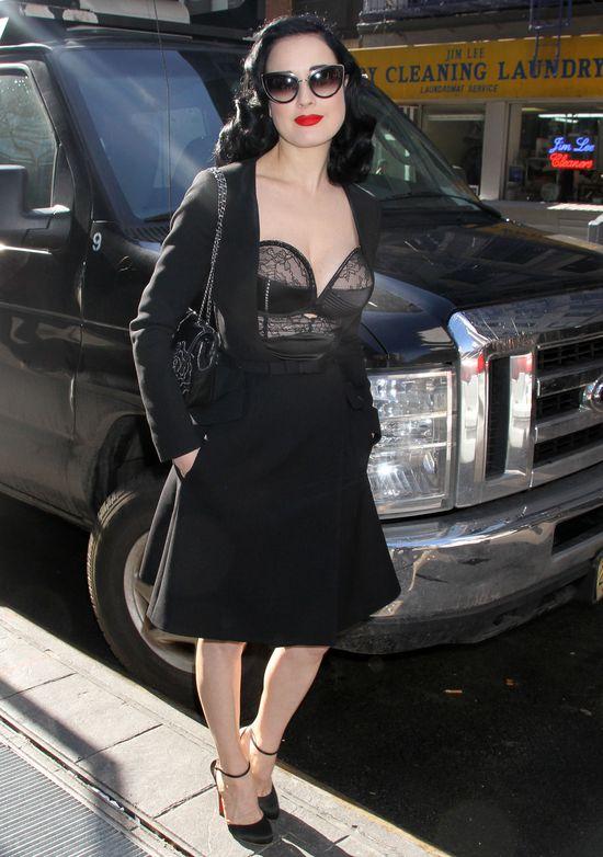 Tylko ona może nosić takie rzeczy z KLASĄ! (FOTO)