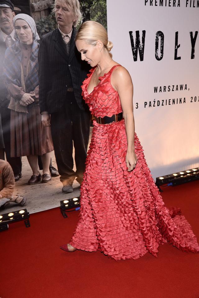 Ta suknia Dody robi wrażenie! (FOTO)