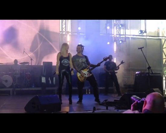 Doda �piewa na �ywo hit Guns N'Roses [VIDEO]