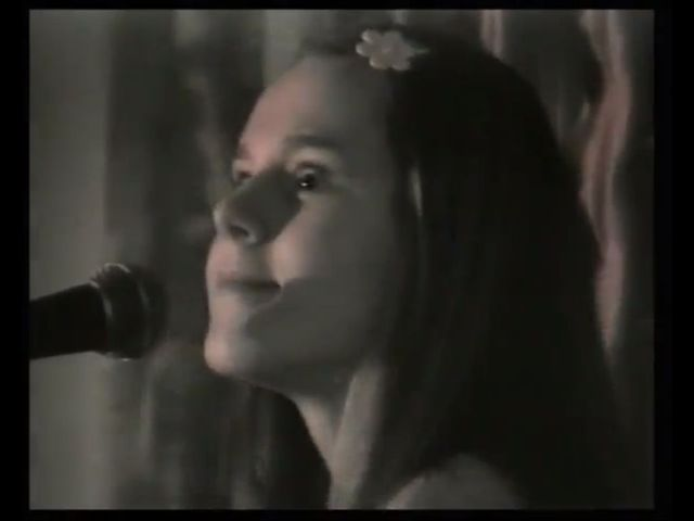 Kilkunastoletnia Doda śpiewa Być kobietą [VIDEO]