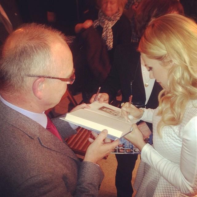 Jaki bokot Dody? Elita podaje jej ręce i bierze autografy