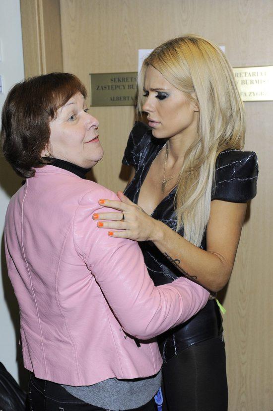 Doda sugeruje, że Szulim przyczyniła się do choroby jej mamy
